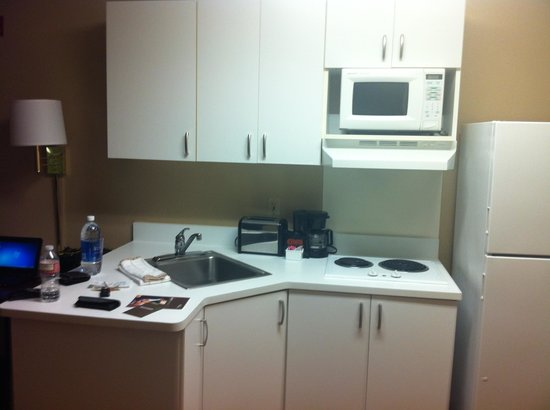Extended Stay America - Sacramento - Arden Way: Kitchen