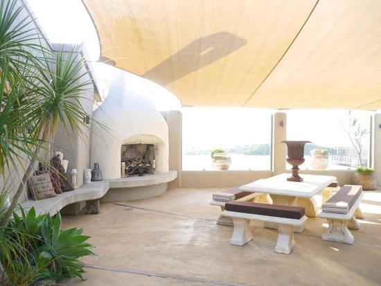 Delamore Lodge: patio