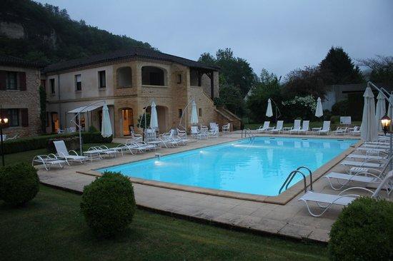 Hotel des Roches : La piscina.