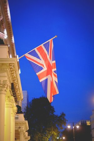 Radisson Blu Edwardian Vanderbilt: British Flag outside the hotel