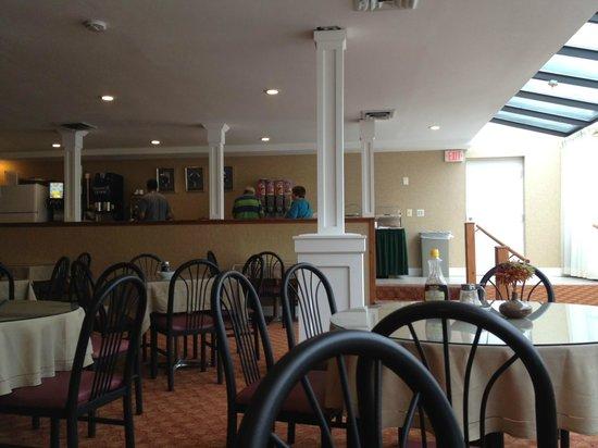 Ambassador Inn & Suites : breakfast room