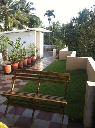 Vasudevam - Premium Suites: outdoor kitchen and garden