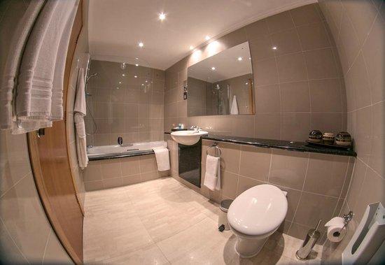 Hotel Bon Voyage: Bathroom