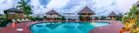 Hotel Bon Voyage: Panoramic Poolside View