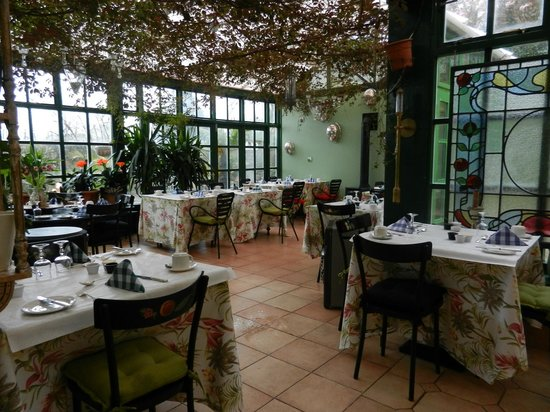 The Quay House: Heavenly conservatory where bfast is served.