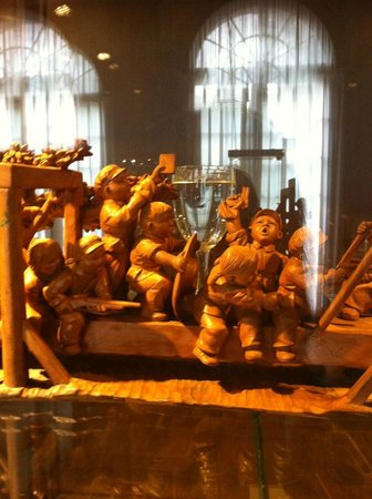Shanghai Museum of Arts and Crafts : Revolutionary infants