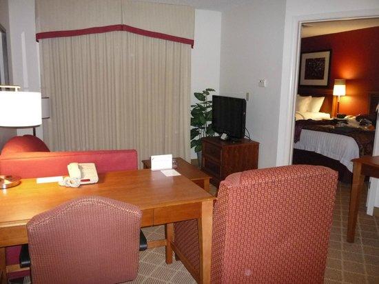 Residence Inn Springfield: Living/Dining Room