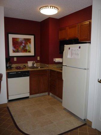 Residence Inn Springfield: Kitchen Area