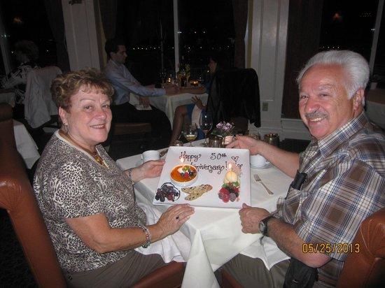 كوينز لاندينج: Dinner at Tiara Restaurant