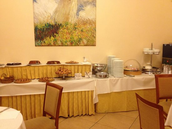 Le Cheminee Business Hotel: breakfast layout