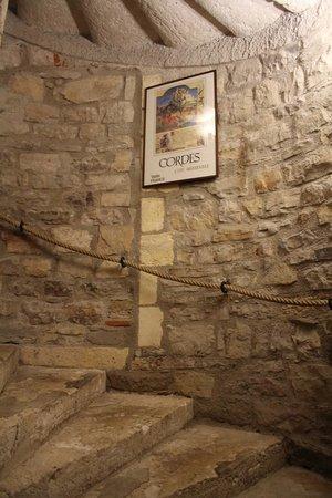 Hostellerie du Vieux Cordes : Subida a las habitaciones.
