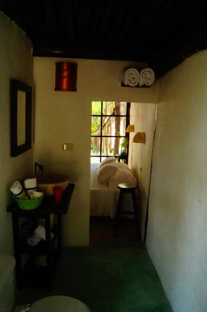 Hotel Tunich: los baños super comodos, agua caliente y wifi