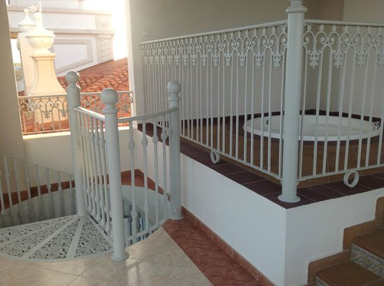 jacuzzi suite balcony - Picture of Hotel Riu Palace ...