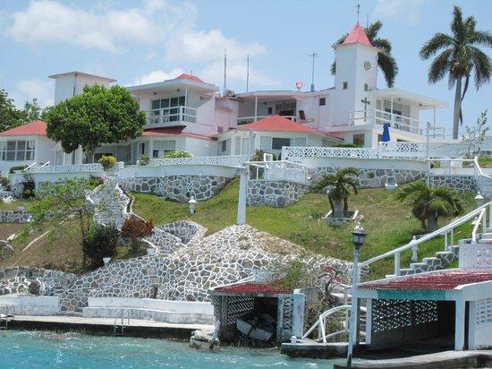 Rancho Encantado: view of Hotel Bacalar from boat