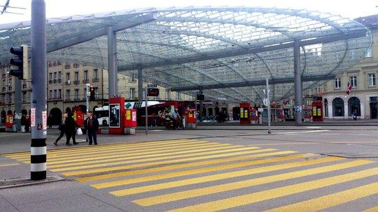 Bahnhof Bern: Baldachin: Glasdach über Zugang zu Bahnhof