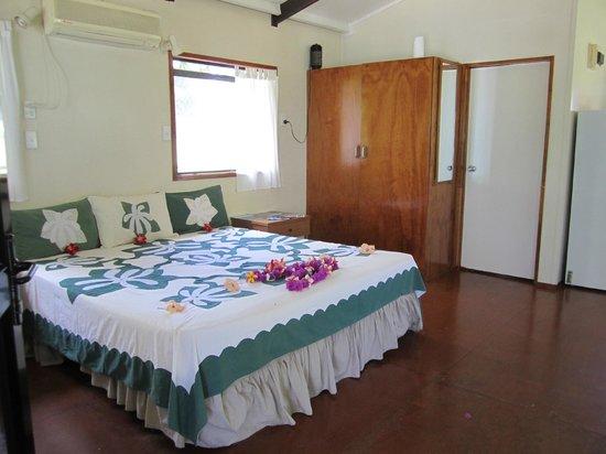 Aitutaki Beach Villas: Absolute Beachfront villa inside on arrival