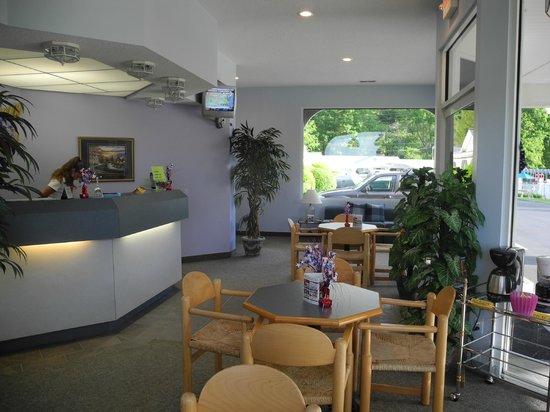 Carolina Motel: Reception/Breakfast Area
