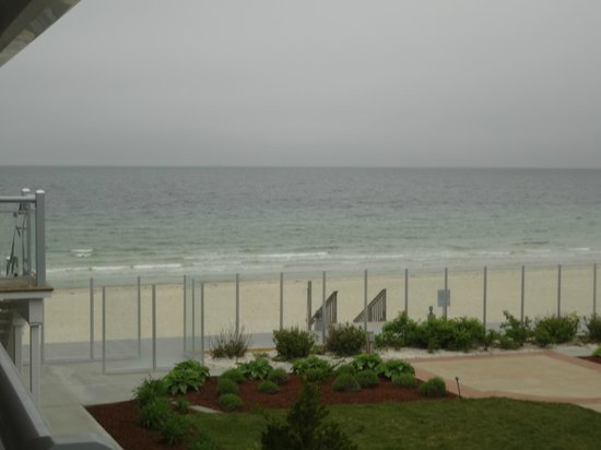 Sea Crest Beach Hotel: Mildly zoomed view of room