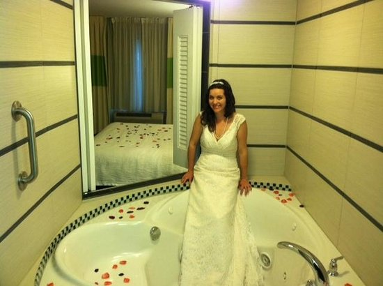 Fairfield Inn & Suites Charlotte Matthews: Now that's what I call the Bridal Suite