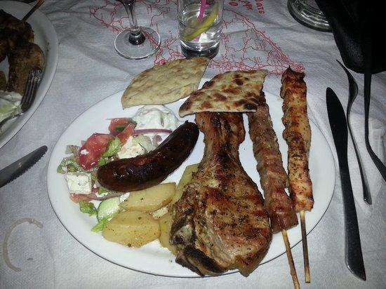 Matina Pefkos Aparthotel: BBQ night at the Matina