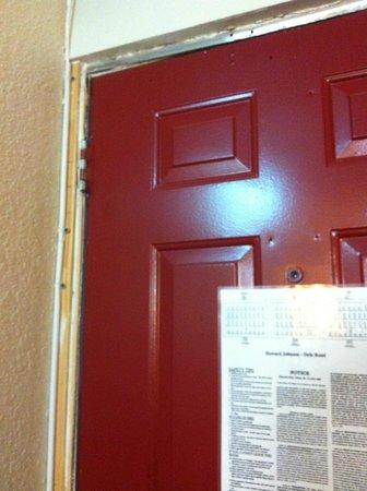 Rodeway Inn & Suites: Sketchy Doorway