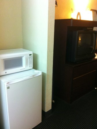 Rodeway Inn & Suites: Microwave and Refridge
