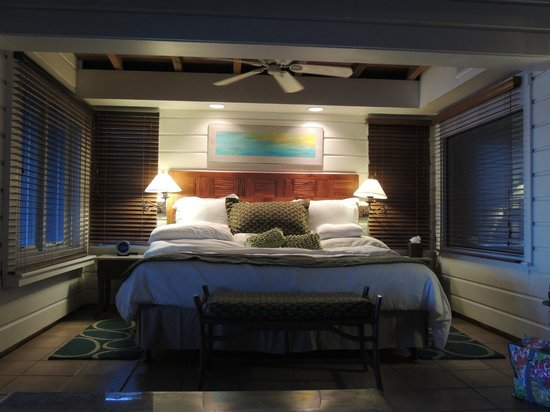 Peter Island Resort and Spa: Amazing bed from our oceanfront suite