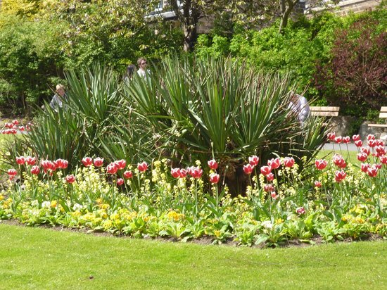 The Crown Hotel: local Gardens to sightsee