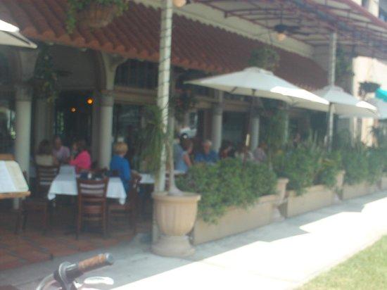 Nick & Johnnie's Seafood Restaurant -outdoor patio