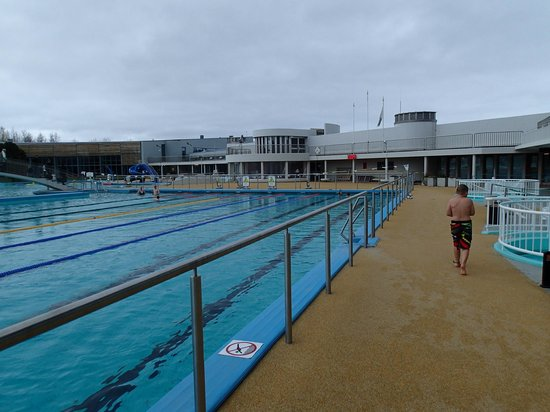 Laugardalslaug : the pool and hot tubs
