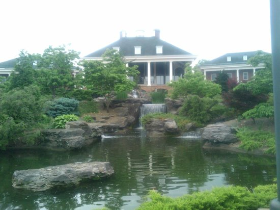 Gaylord Opryland Resort & Convention Center: The Gaylord - feels and looks like a palace