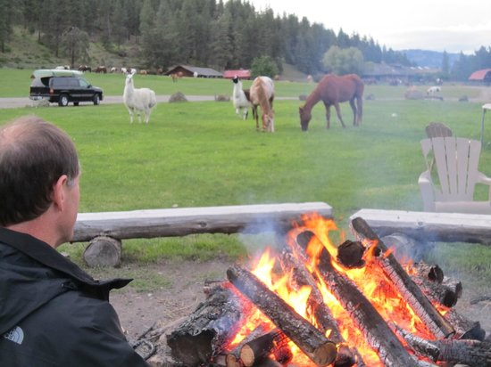 K-Diamond-K Guest Ranch: Lodge campfire
