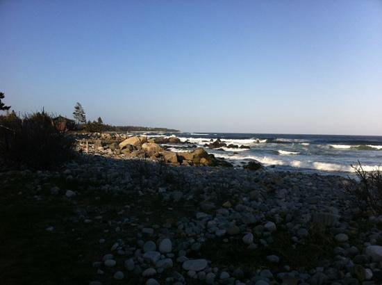 White Point Beach Resort: rocky beach