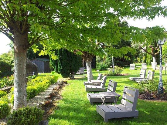 Hostellerie Saint-Jacques: le jardin