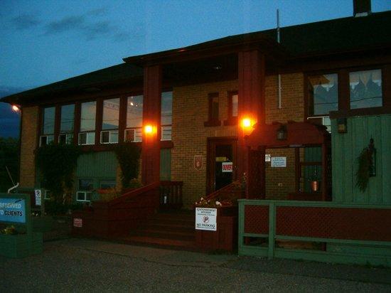 Auberge Internationale Ste-Anne-Des-Monts : La Vieille École