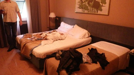 Galles Hotel: is a bit messy but it seems the point