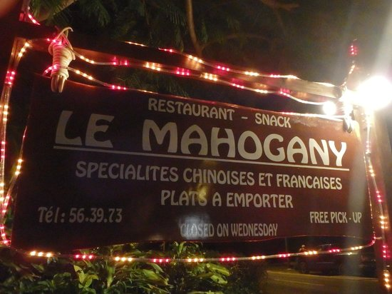 Le Mahogany: Sign on the road