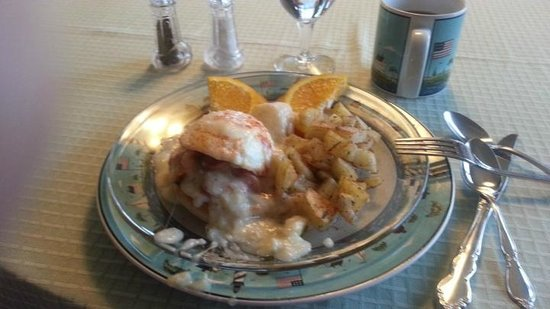 The Lightkeeper's Inn Bed & Breakfast: Seafood Benedict for Breakfast with crab and salmon- yum!