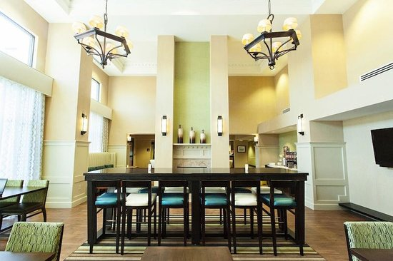 Hampton Inn & Suites Albany Airport : Breakfast Area