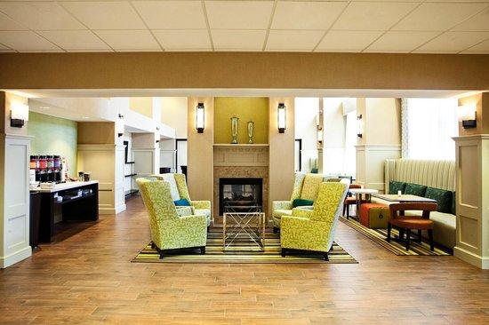 Hampton Inn & Suites Albany Airport : Lobby