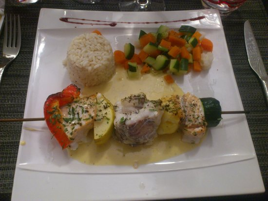 La Courtine: Plat brochette poisson