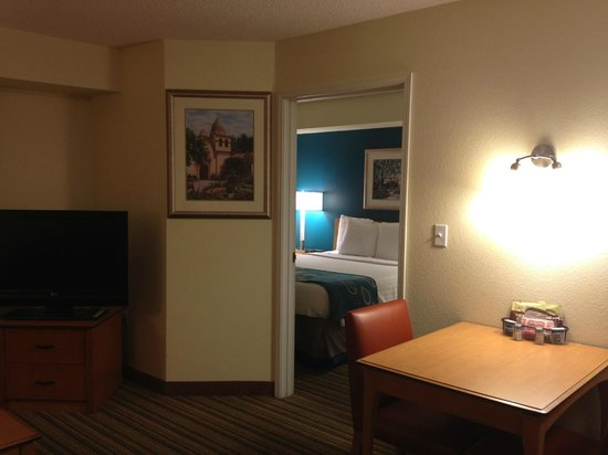 Residence Inn Scottsdale North: Dining area