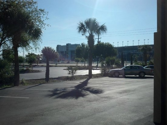 Quality Inn Daytona Speedway: The view from our door