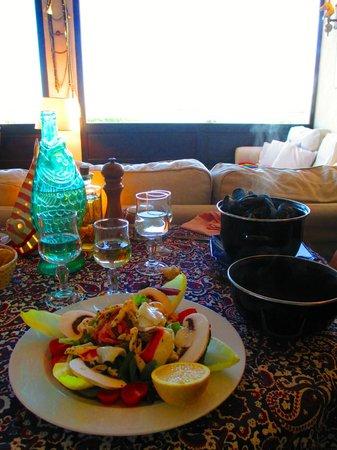 L'Etrier: la deliciosa cena (ensalada de mar y mejillones)