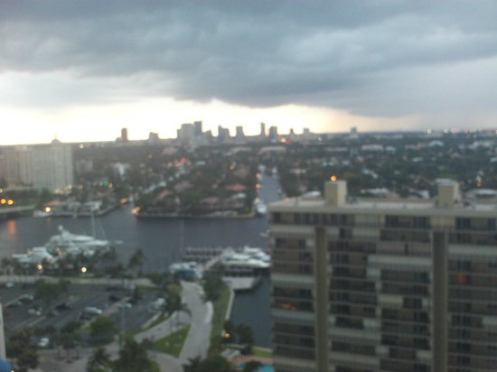 Marriott's BeachPlace Towers: Intercoastal and city view
