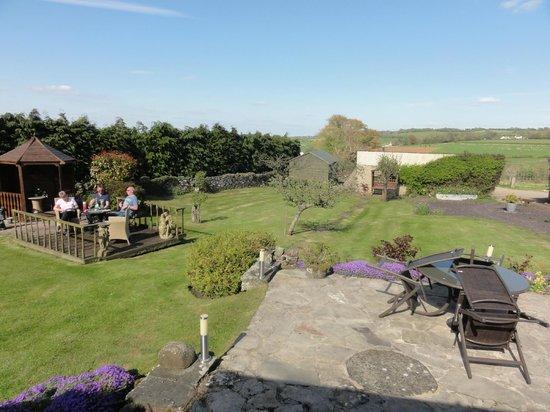 Dryslade Farm : View of the back garden