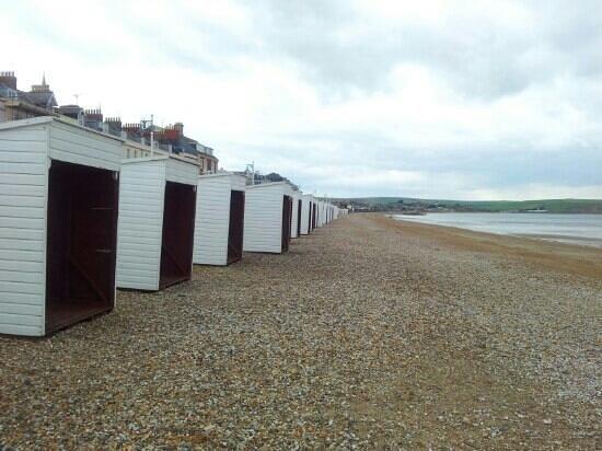 The Bay Guest House: Beach