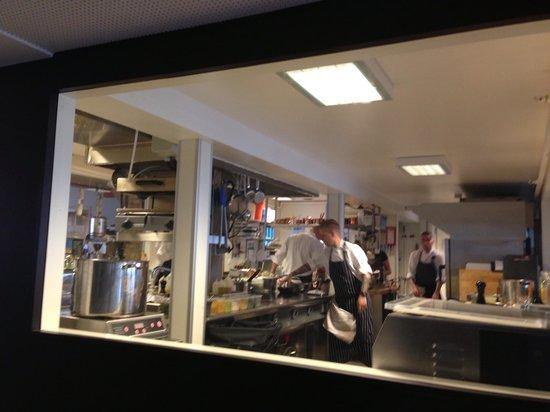 Colonialen Litteraturhuset: Kitchen and chefs working