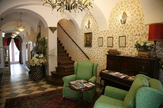 Allegro Hotel: Entrance