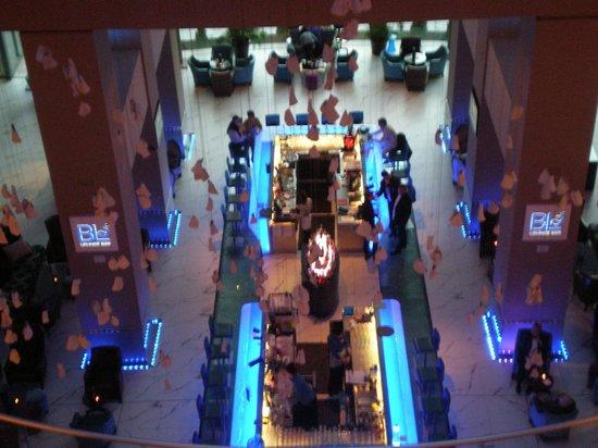Radisson Blu Hotel Bucharest: Lounge from Above